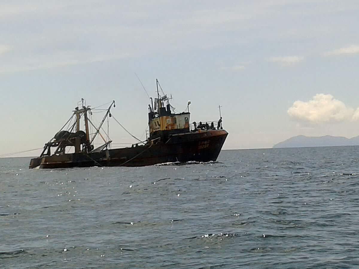 trawler-near-steels-reef-waihi-chris-parkinson-10dec14